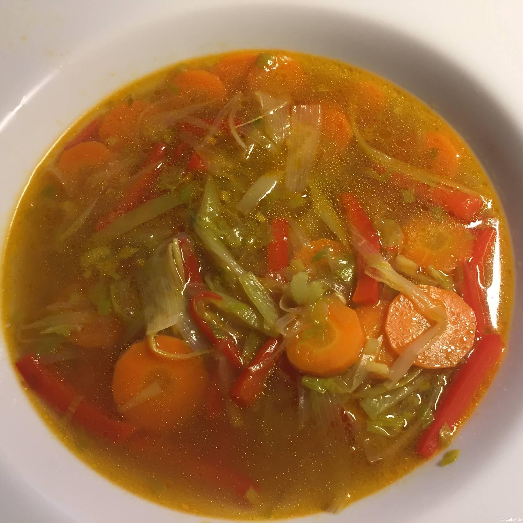 Schnelle Gemüse-Hühnersuppe - Gemüse anschwitzen